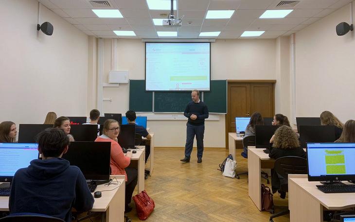 """Студенты Финансового университета познакомились с сервисами LegalTech от компании """"Гарант"""""""